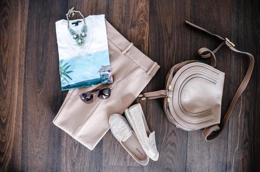 Hose, Shirt und passende Accessoires