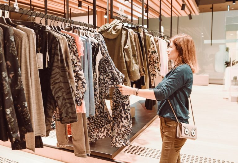 Kleidung einkaufen und kombinieren
