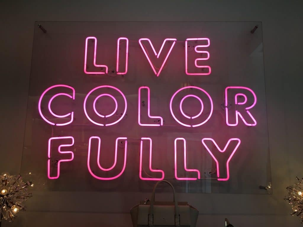 Neonschrift: Live Color Fully